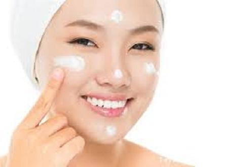 Cách chấm thoa kem chống nắng transino whitening day protector hiệu quả